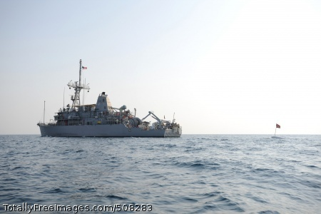 100923-N-0413B-018 ARABIAN GULF (Sept. 23, 2010) The Avenger-class mine countermeasures ship USS Ardent (MCM 12) conducts minesweeping training with members of Explosive Ordnance Disposal Mobile Unit (EODMU) 1. EODMU-1 is deployed as part of Combined Task Group 56.1 supporting maritime security operations and theater security cooperation efforts in the U.S. 5th Fleet area of responsibility. (U.S. Navy photo by Mass Communication Specialist 1st Class Anderson Bomjardim/Released)