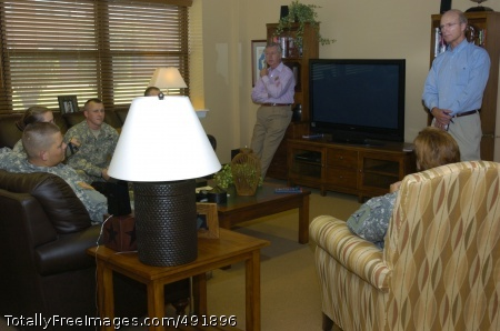 SecArmy visits Fort Secretary of the Army Pete Geren and Civilian Aide to the Secretary of the Army Robert Maguire listen as Soldiers from the Warrior Transition Unit share their issues and concerns.  Photo Credit: Aug 27, 2007