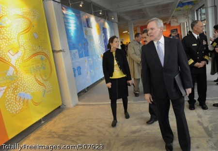 101104-N-7676W-139 