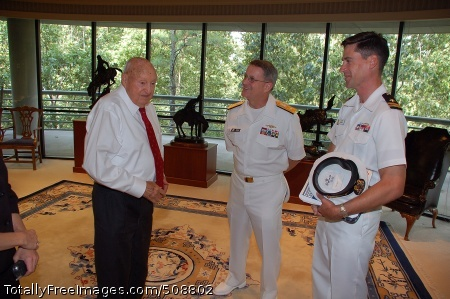 101012-N-6778P-006 