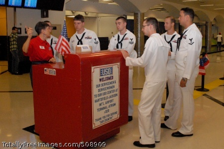 101012-N-6736S-006 ATLANTA (Oct. 12, 2010) USO volunteer Pat Horvath instructs Sailors from the guided-missile submarine USS Georgia (SSGN 729) on how to greet returning service members at Hartsfield-Jackson Atlanta International Airport during Atlanta Navy Week 2010. Atlanta Navy Week is one of 19 Navy weeks planned across America in 2010. Navy weeks show Americans the investment they have made in their Navy and increase awareness in cities that do not have a significant Navy presence. (U.S. Navy photo by Mass Communication Specialist 1st Class Katrina Sartain/Released)