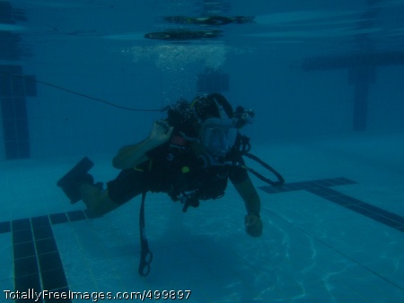 110511-N-YX920-065 MANAMA, Bahrain (May 11, 2011) A British sailor assigned to the British Royal Navy mine countermeasure vessel HMS Chiddingfold (M 37) conducts line tending training during a shared pool dive with Commander, Task Group (CTG) 56.1. CTG 56.1 supports maritime security operations and theater security cooperation efforts in the U.S. 5th Fleet area of responsibility. (U.S. Navy photo by Mass Communication Specialist 1st Class Lynn Friant /Released)